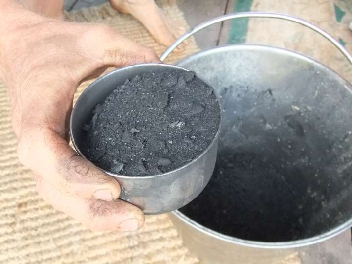 1 cup of Biochar to 9 litre bucket of Bird food