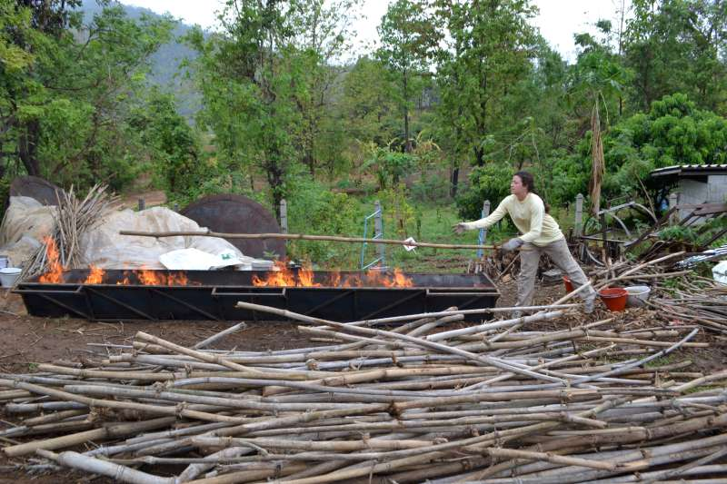 More new biochar ideas 16-stoking-the-xlt1k-with-long-bamboo-800